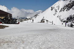 Allant skier, glacier de Molltaler, Autriche Photos stock