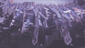 Alldeles av polyestersadelgjordsväven som piskar och att piska bälten, remmar och spärrhjular som stuvas, i att piska behållaren  royaltyfri bild