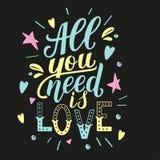 Alle, die Sie benötigen, ist Liebe Motivationszitat, Hand schriftliche Phrase für Drucke Lizenzfreies Stockfoto