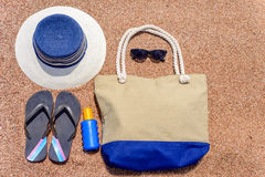 Alle, die Sie für Sommerferien am Strand benötigen Stockfotos