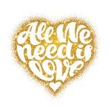 Alle, die wir benötigen, ist die Liebesvektor-Briefgestaltung, die in Goldfunkelnherz geformt wird Stockfoto