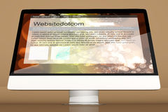 Alle in einem Computer, der eine generische Website zeigt Lizenzfreie Stockfotos