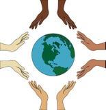 Alle Hände halten die Welt Lizenzfreie Stockbilder