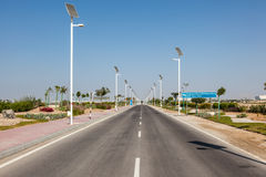 Allée à l'institut de Masdar de la science et technologie Images stock