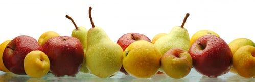 Alle natuurlijke natte vruchten Stock Afbeeldingen