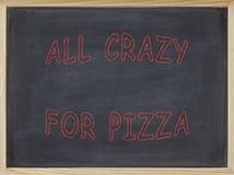 Alle verrückt für das Pizzafleisch geschrieben auf eine Tafel Lizenzfreie Stockfotografie