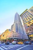 5. Allee mit einer Ansicht über Empire State Building Stockbilder