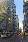 6. Allee und Wolkenkratzer in Midtown Manhattan Stockfotos