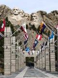 Allee von Flaggen an Mt E stockfotos