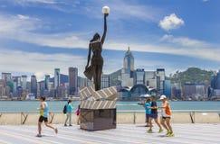 Allee von Sternen in Hong Kong und in den Skylinen Stockfotos