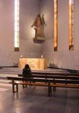 Alleen in gebed Stock Foto's