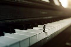 Alleen op de piano Stock Fotografie