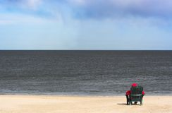 Alleen op het strand stock fotografie