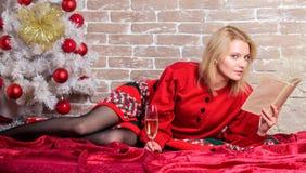 Alleen op Kerstmis Het vieren Kerstmis als introvert Vakantieuiteinden voor introvert Vier Kerstmis zonder sociaal royalty-vrije stock fotografie
