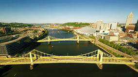 Allegheny flod i Pittsburgh stock video