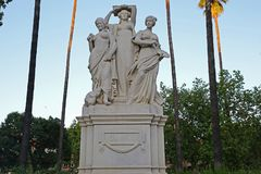 Allegorie der Kunst in einer Steinstatue Stockfoto