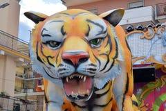 Allegorische vlotter die een tijger afschilderen royalty-vrije stock afbeelding