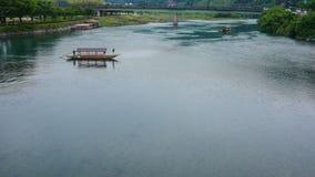 Allein auf dem Fluss stockfoto