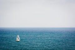 Allein segeln Stockfotos