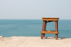Allein und das Meer Stockfotos