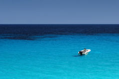 Alleine im Meer Stockbild