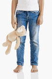 Alleine mit ihrem Teddybären Lizenzfreie Stockbilder