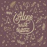 Alleine mit Natur Handbeschriftungskleidert-shirt Druckdesign Stockbild