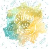 Alleine mit Natur Handbeschriftungskleidert-shirt Druckdesign Stockfotos