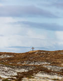 Alleinkreuz auf Hügel Stockbild