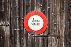 Allemand prohibitif de connexion Ausfahrt freihalten et x28 ; maintenez la sortie claire image libre de droits