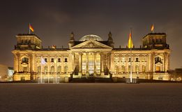 Allemand Reichstag en Berlin At Night Panorama Photo stock