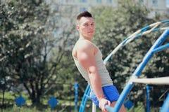 Allenamento, addestramento dell'uomo di sport Fotografia Stock
