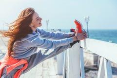 Allenamento all'aperto, abiti sportivi di modo Immagini Stock Libere da Diritti
