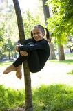 Allenamento all'aperto del giovane acrobata Fotografia Stock Libera da Diritti