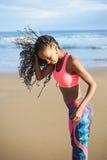 Allenamento all'aperto di forma fisica alla spiaggia Fotografia Stock