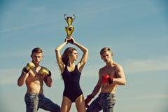Allenamento del pugile e forma fisica sana La gente o lavoro di gruppo di sport Immagine Stock