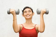 Allenamento della donna di forma fisica Immagini Stock