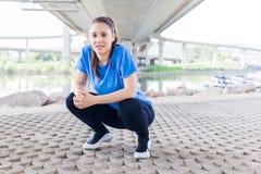 Allenamento della donna di forma fisica all'aperto Fotografia Stock Libera da Diritti