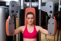 Allenamento della donna in ginnastica Immagini Stock