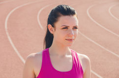 Allenamento della ragazza di sport esercitazione Forma fisica salute Ragazza alla st Fotografie Stock Libere da Diritti