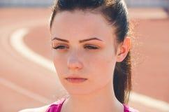 Allenamento della ragazza di sport esercitazione Forma fisica salute Ragazza alla st Fotografie Stock