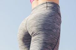 Allenamento della ragazza di sport esercitazione Forma fisica salute Ragazza alla st Immagine Stock