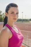 Allenamento della ragazza di sport esercitazione Forma fisica salute Ragazza alla st Immagini Stock