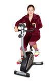 Allenamento della ragazza sulla bicicletta fissa Immagine Stock