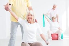 Allenamento delle coppie per gli anziani Immagine Stock