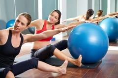 Allenamento di esercizio della sega dei pilates della donna incinta Fotografia Stock Libera da Diritti