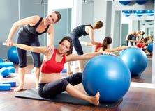 Allenamento di esercizio della sega dei pilates della donna incinta Immagini Stock