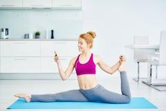 Allenamento di forma fisica a casa Immagine Stock