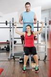 Allenamento di forma fisica della donna con i pesi Fotografie Stock Libere da Diritti