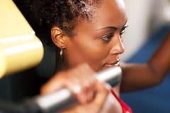 Allenamento di forma fisica in ginnastica Fotografie Stock Libere da Diritti